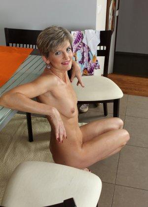 Мелани уже очень немолода, но старается выглядеть сексуально и у нее это отлично получается - фото 30