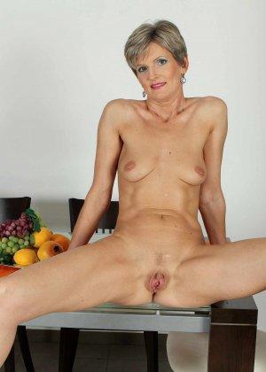 Мелани уже очень немолода, но старается выглядеть сексуально и у нее это отлично получается - фото 27