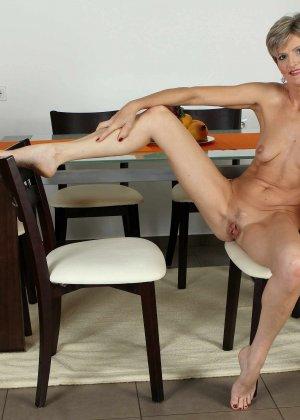 Мелани уже очень немолода, но старается выглядеть сексуально и у нее это отлично получается - фото 19