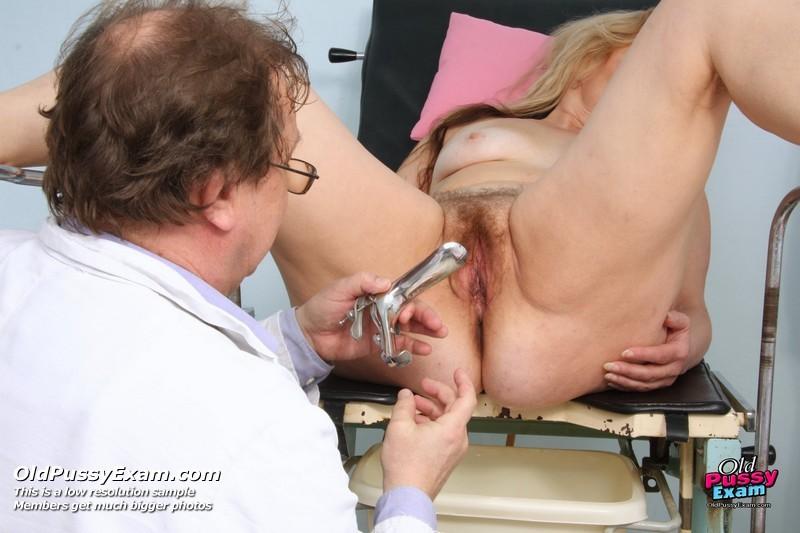 Порно онлайн старый гинеколог