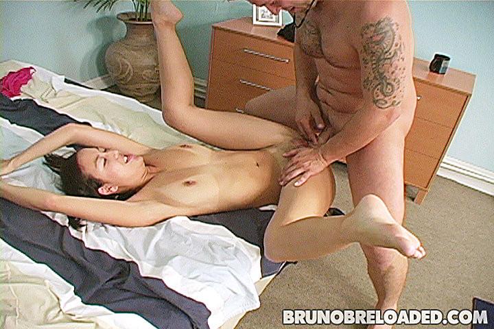 Ебля азиатки и слив спермы ей в рот