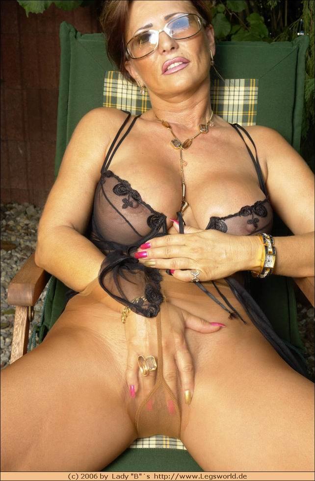 Пожилые женщины в лифчиках порно фото 90389 фотография