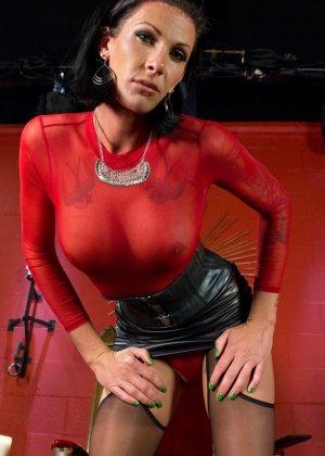 Странная женщина подчинила себе любовника - фото 1