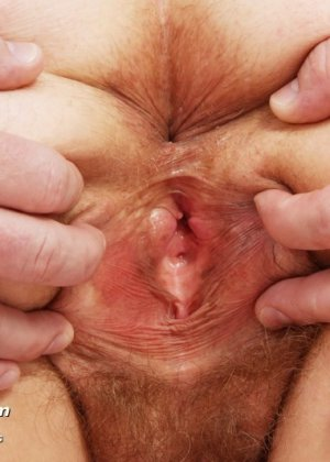 Гинеколог долго рассматривал пизду пожилой женщины - фото 6