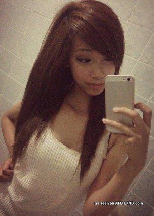 Селфи милой сексуальной азиатки - фото 1