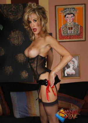 Бренди Лов в сексуальном нижнем белье - фото 23