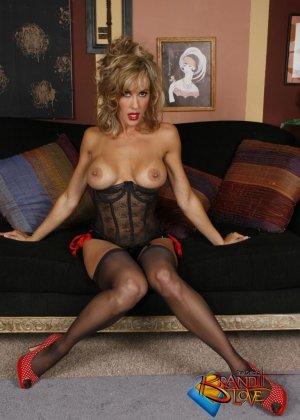 Бренди Лов в сексуальном нижнем белье - фото 4