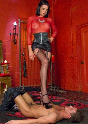 Странная женщина подчинила себе любовника - фото 8