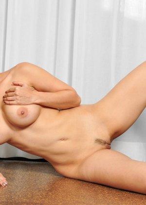 Санни Леон показывает свое обнаженное тело - фото 14