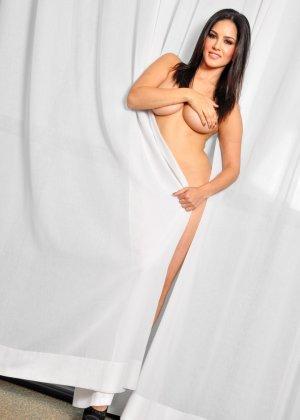 Санни Леон показывает свое обнаженное тело - фото 5