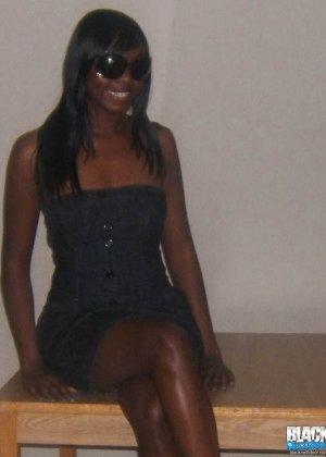 Сексуальная темнокожая подруга - фото 1