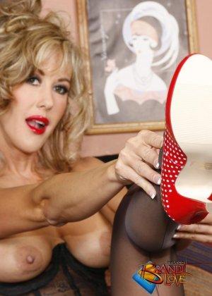 Бренди Лов в сексуальном нижнем белье - фото 8