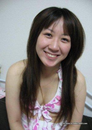 Селфи милой сексуальной азиатки - фото 6