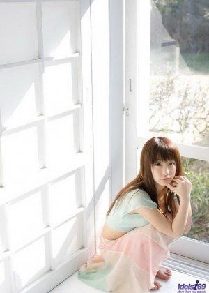 Японская очаровашка Хина Куруми показала сиськи - фото 3