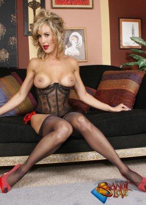 Бренди Лов в сексуальном нижнем белье - фото 5