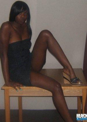 Сексуальная темнокожая подруга - фото 2