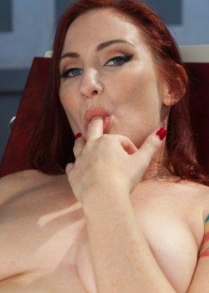 София пытается довести себя до оргазма - фото 15