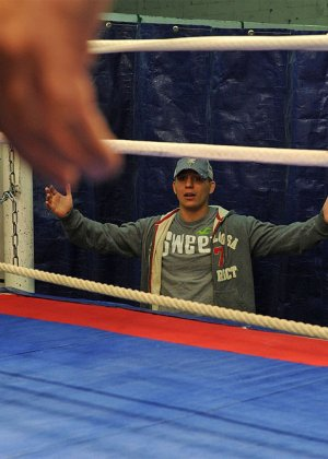 Тренер по боксу выебал подопечную в жопу прямо на ринге - фото 23