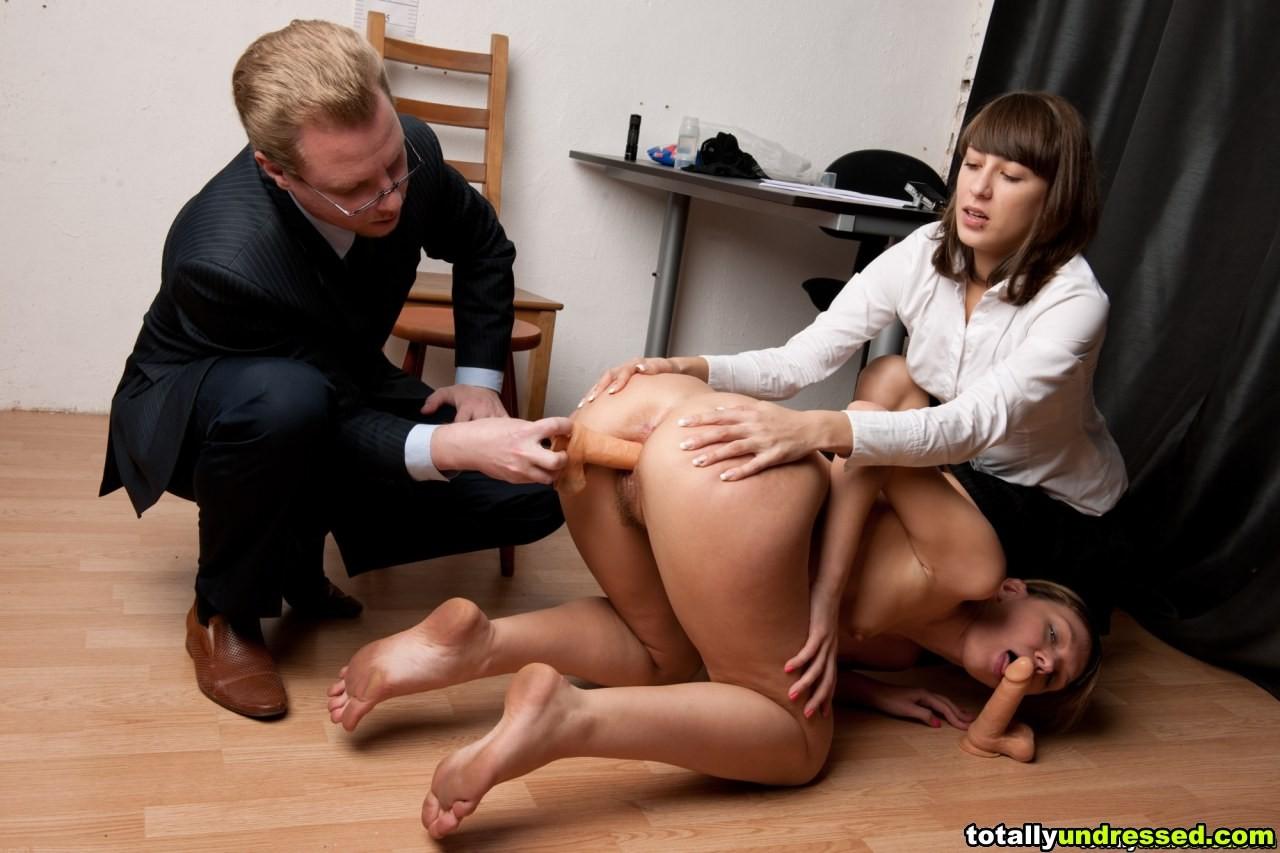 Секс в интервью, Голая сексуальная блондинка дает интервью после 8 фотография