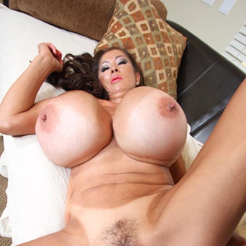 смотреть зрелых женщин порно онлайн с большими сиськами