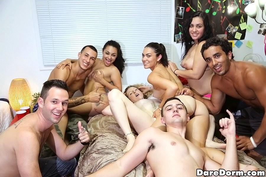 порно групповуха молодых hd качества