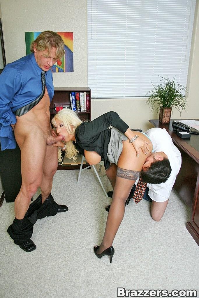 намечается секс на работе
