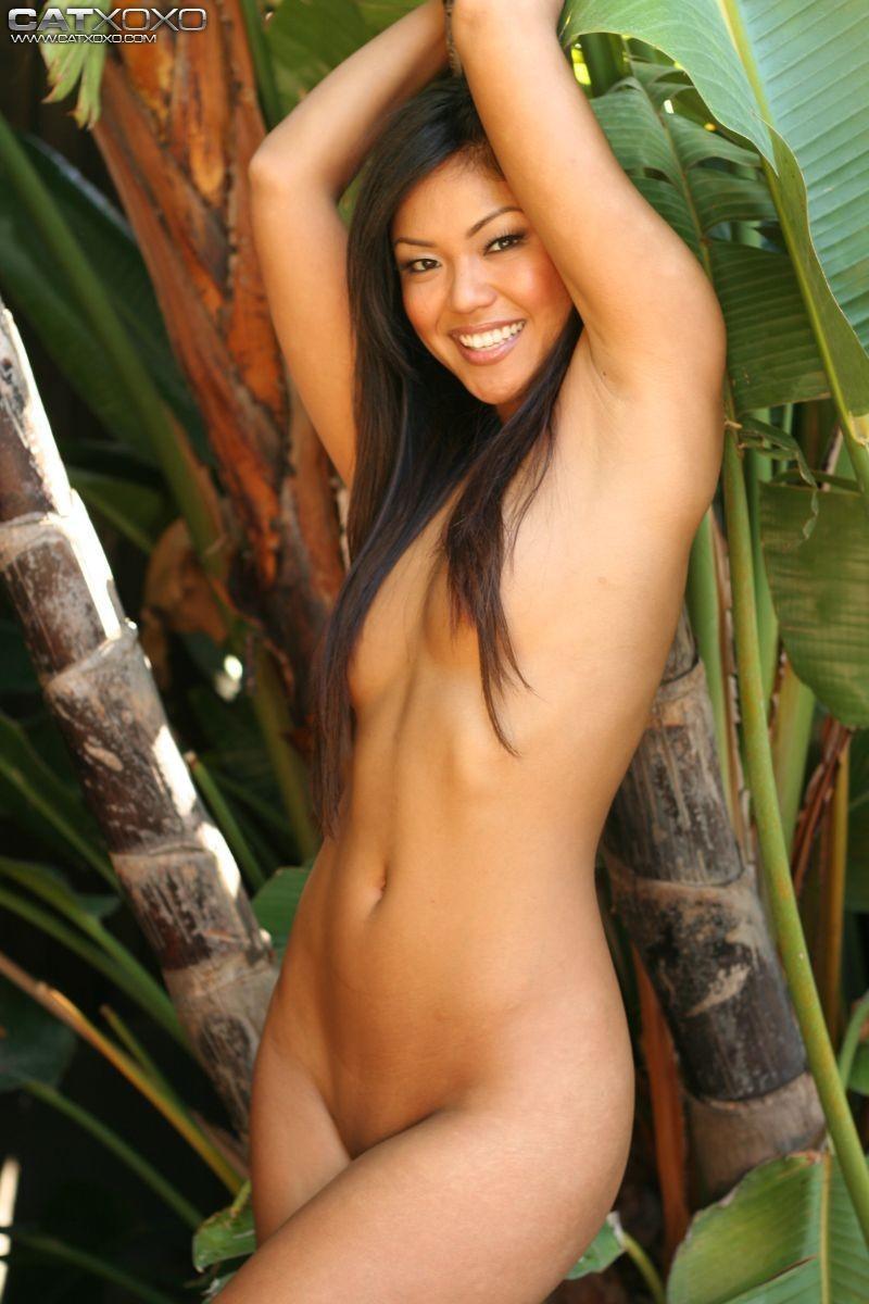Порно с азиатками в джунглях