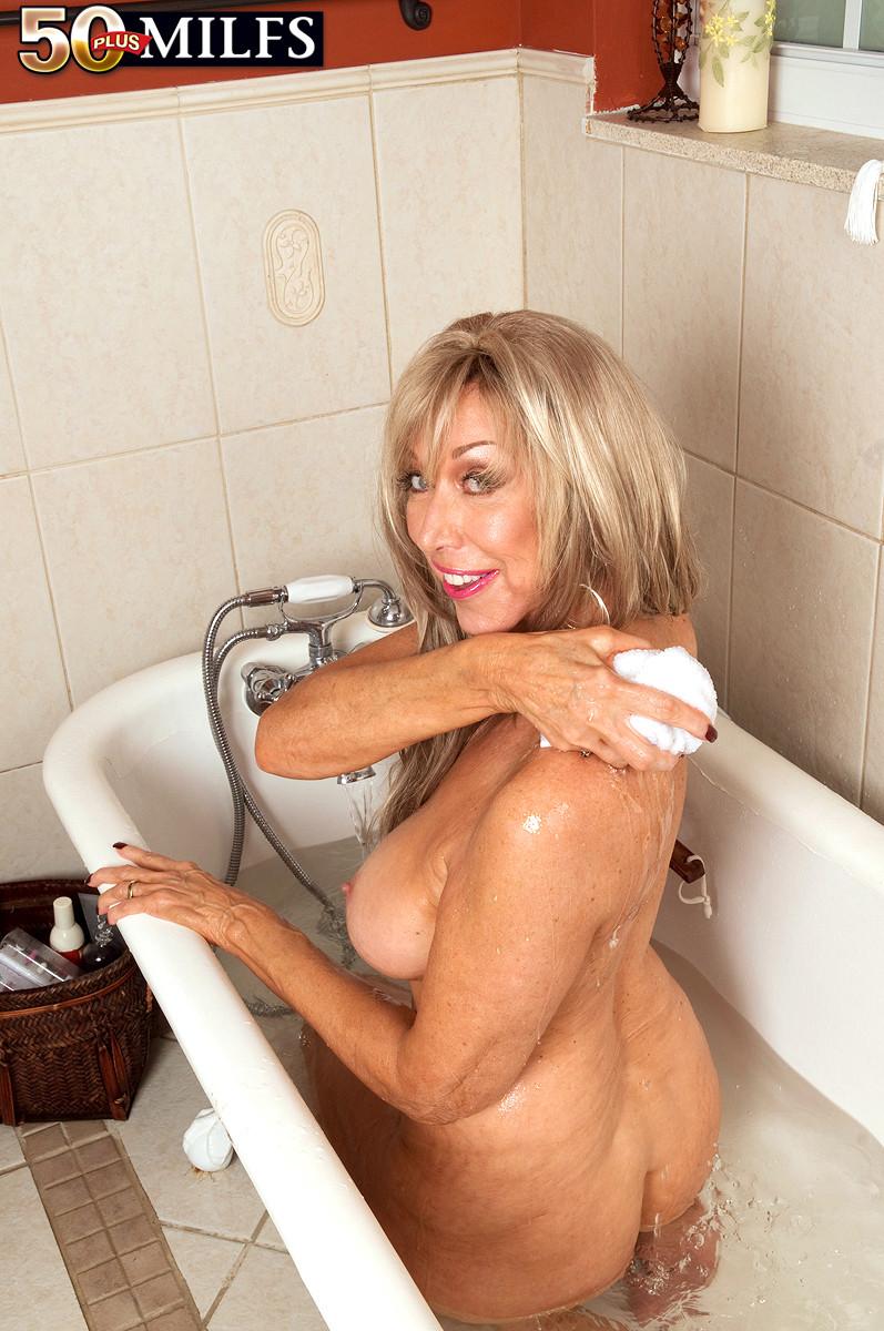 голые зрелые в ванной-йг1