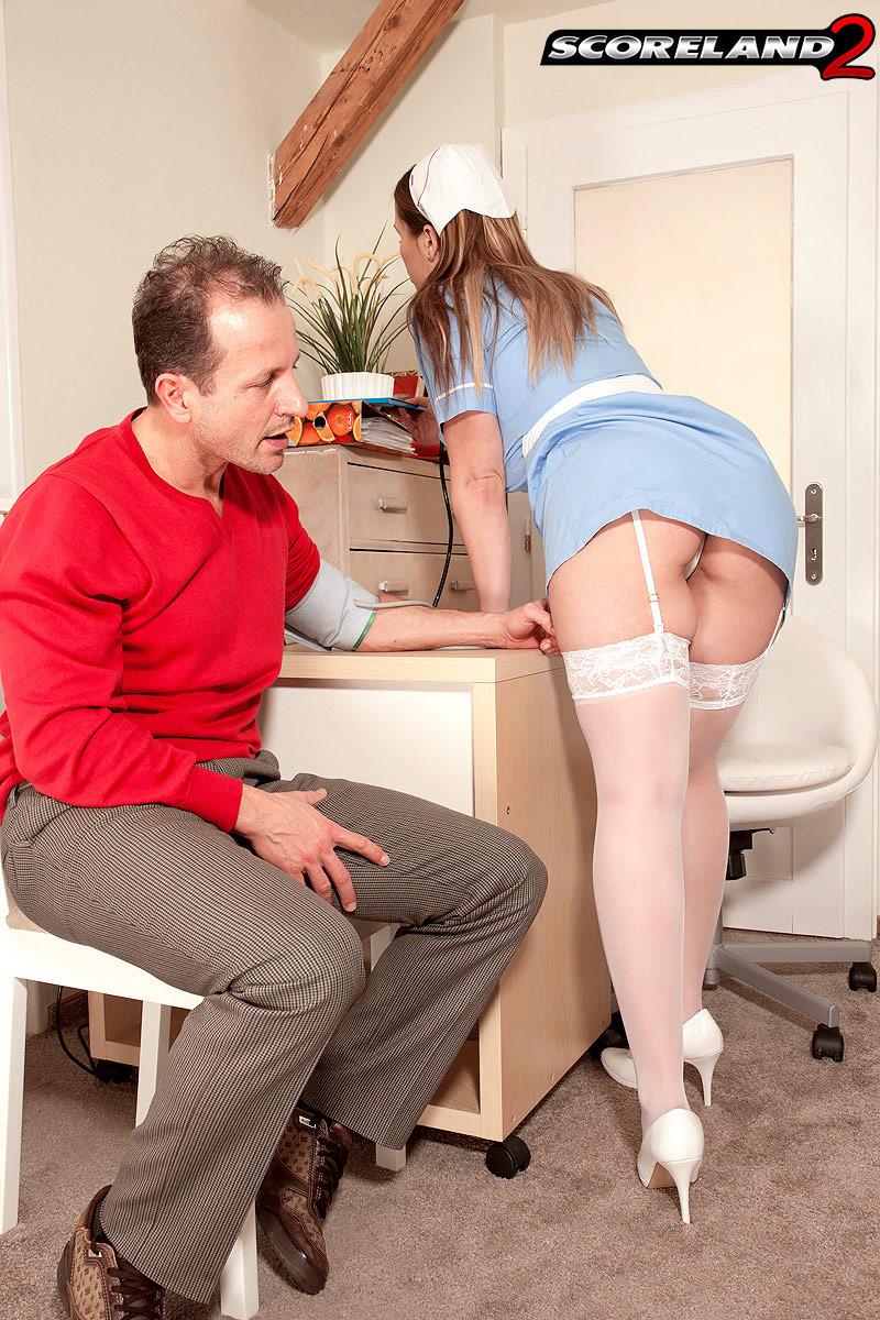 Смотреть порно ролик про пышную медсестру