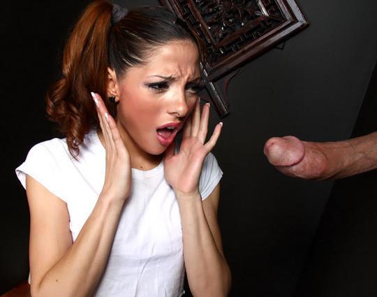 Эвелина долго раздумывала прежде чем взять в рот хуй незнакомца