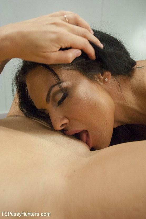 Медсестра транс выебала медсестру шлюху