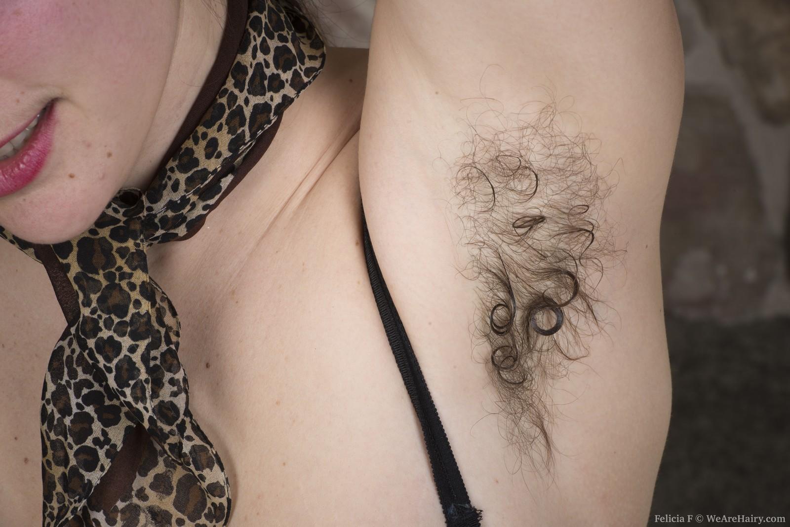 Стриптиз волосатой Фелиции