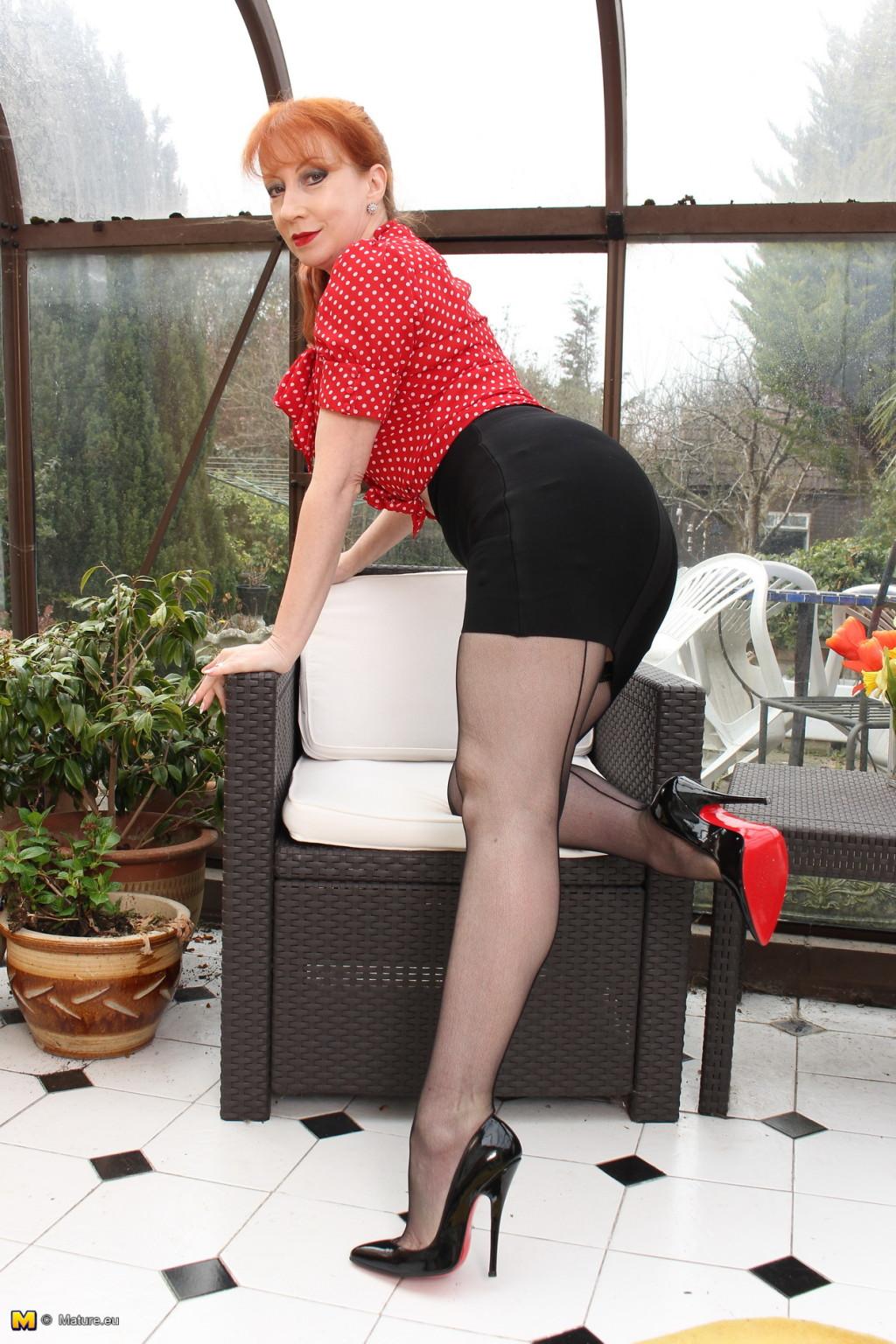 Рыжая домохозяйка из Британии не прочь немножко пошалить