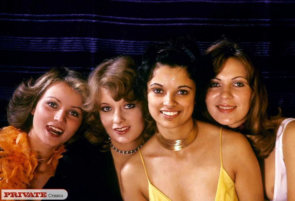 Четыре винтажные волосатые лесбиянки