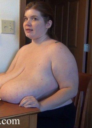 порно сиськи на столе фото
