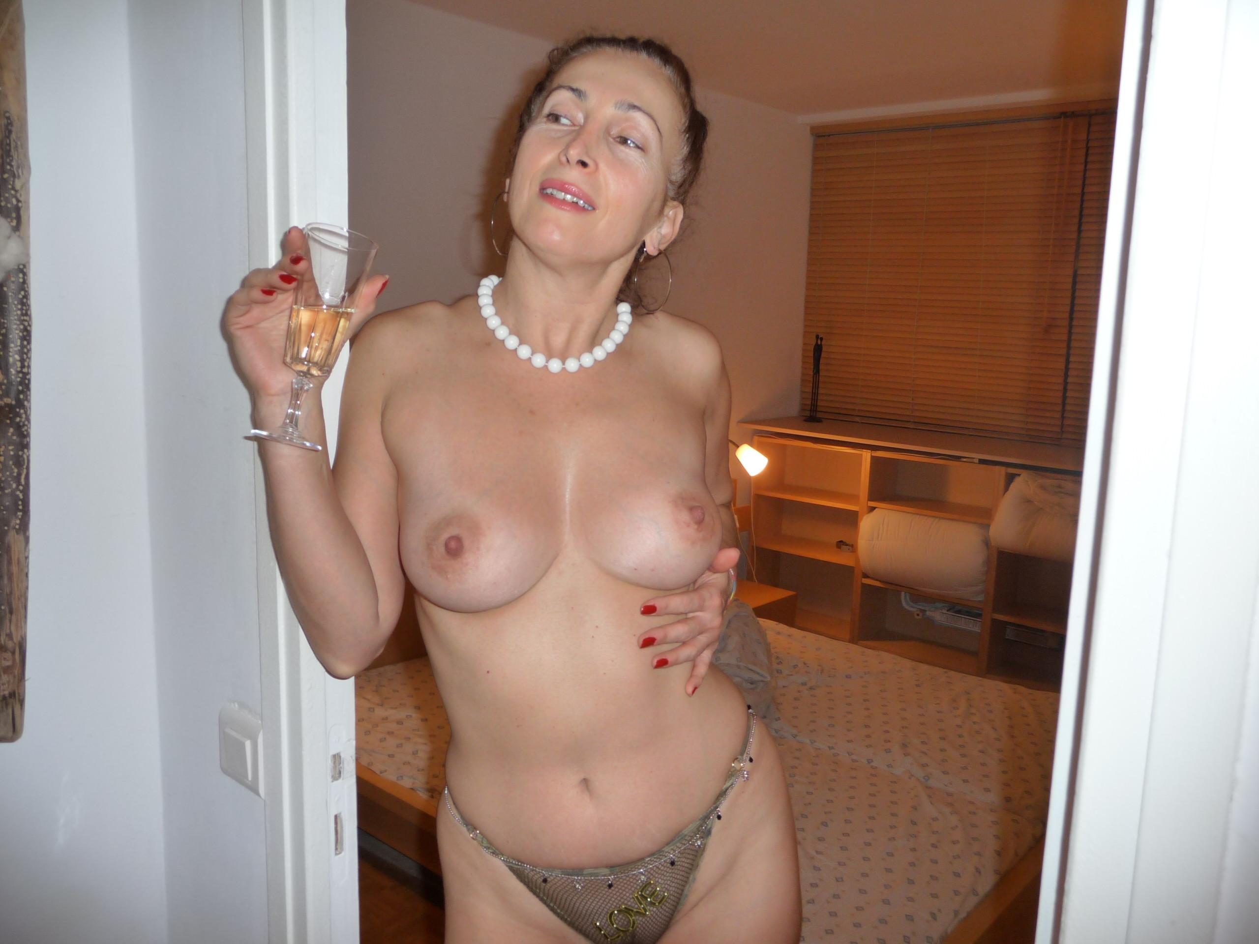 Фото зрелых голых женщин за 40 50, Голые Женщины за 40. Секс и порно с сороколетними 15 фотография