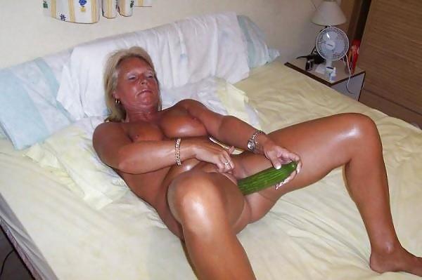 Порно большие предметы в анусе фото
