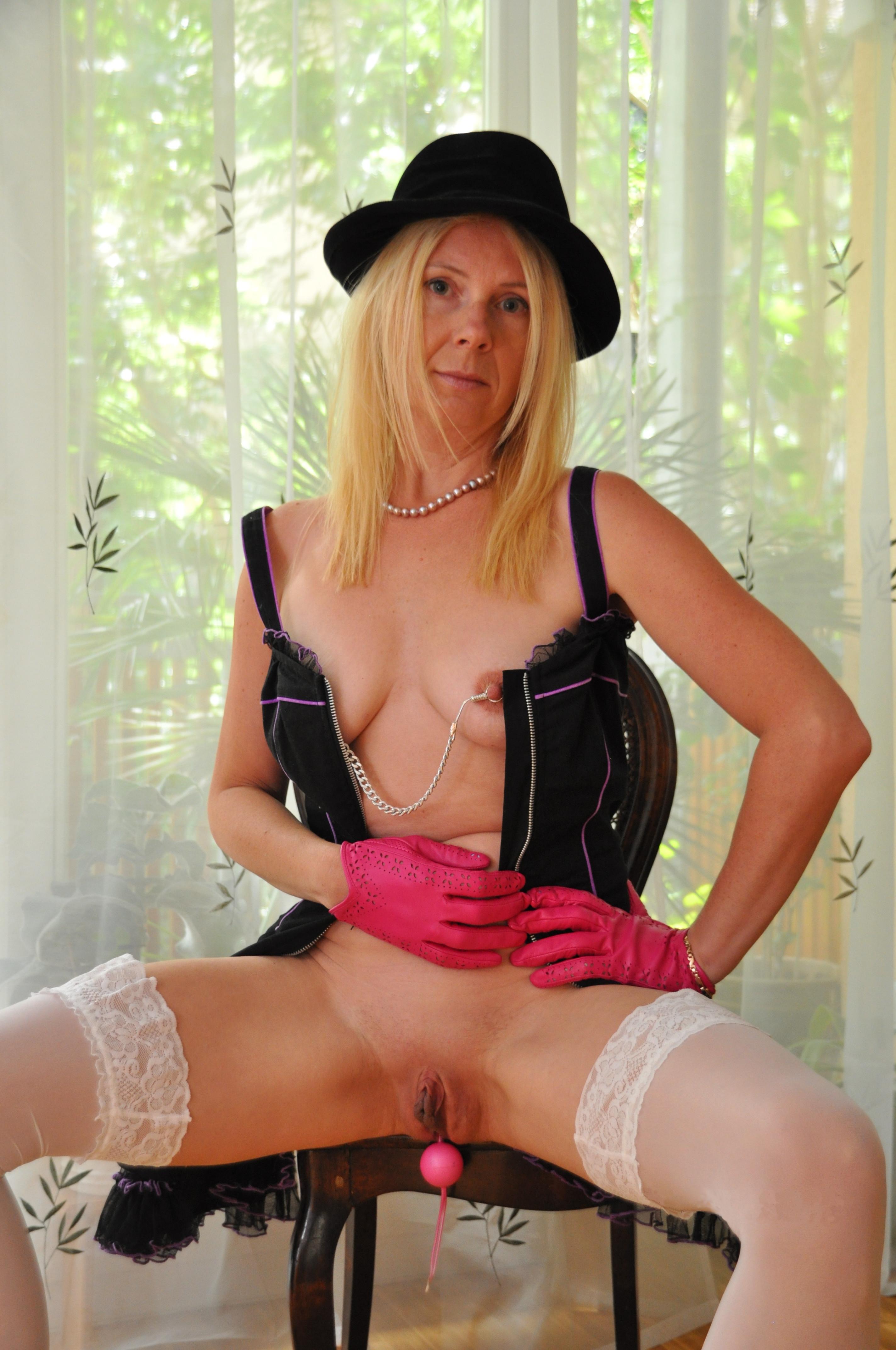 Розовые шарики в пизде Натали