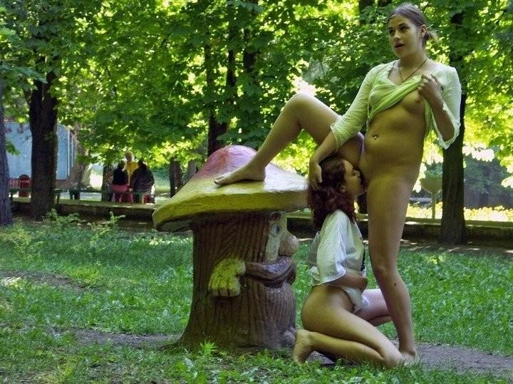 порно лесбиянок в общественных местах-дв2