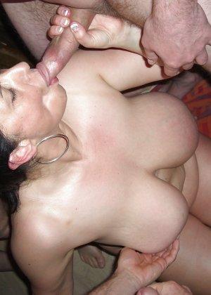 Залил спермой лицо моей жены