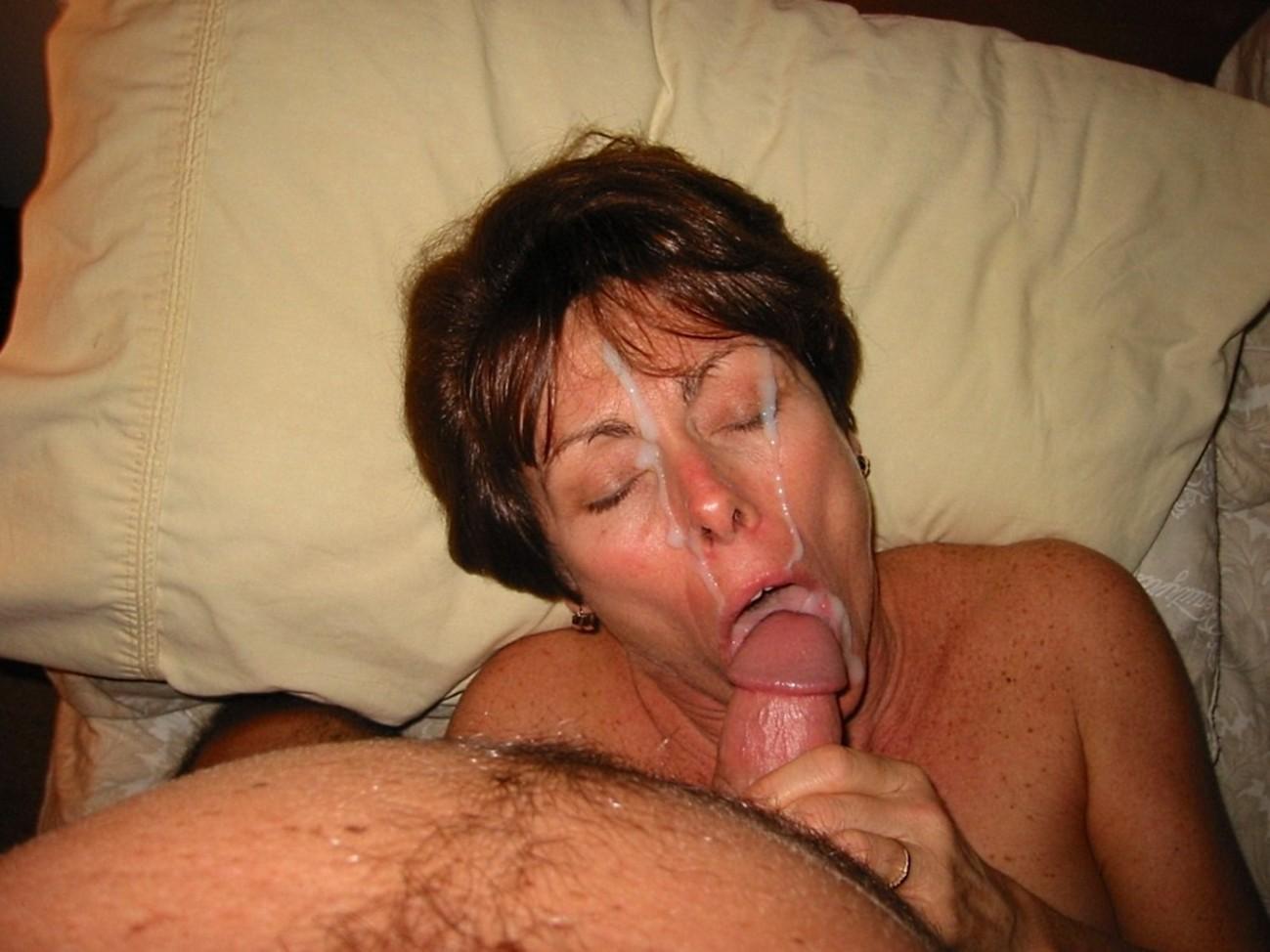 Уродливая баба сосет, Страшная телка сосет порно в очках 9 фотография