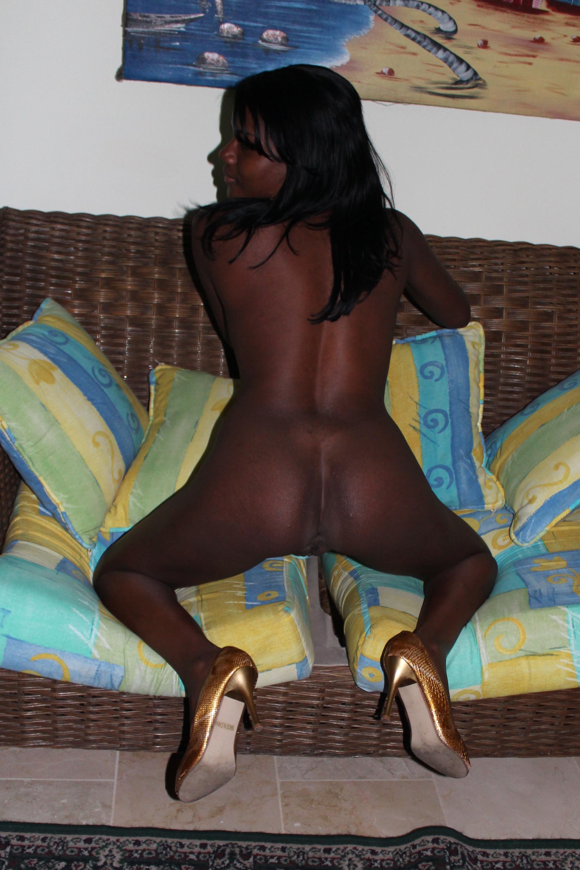 Голая черная баба безумно сексуальна