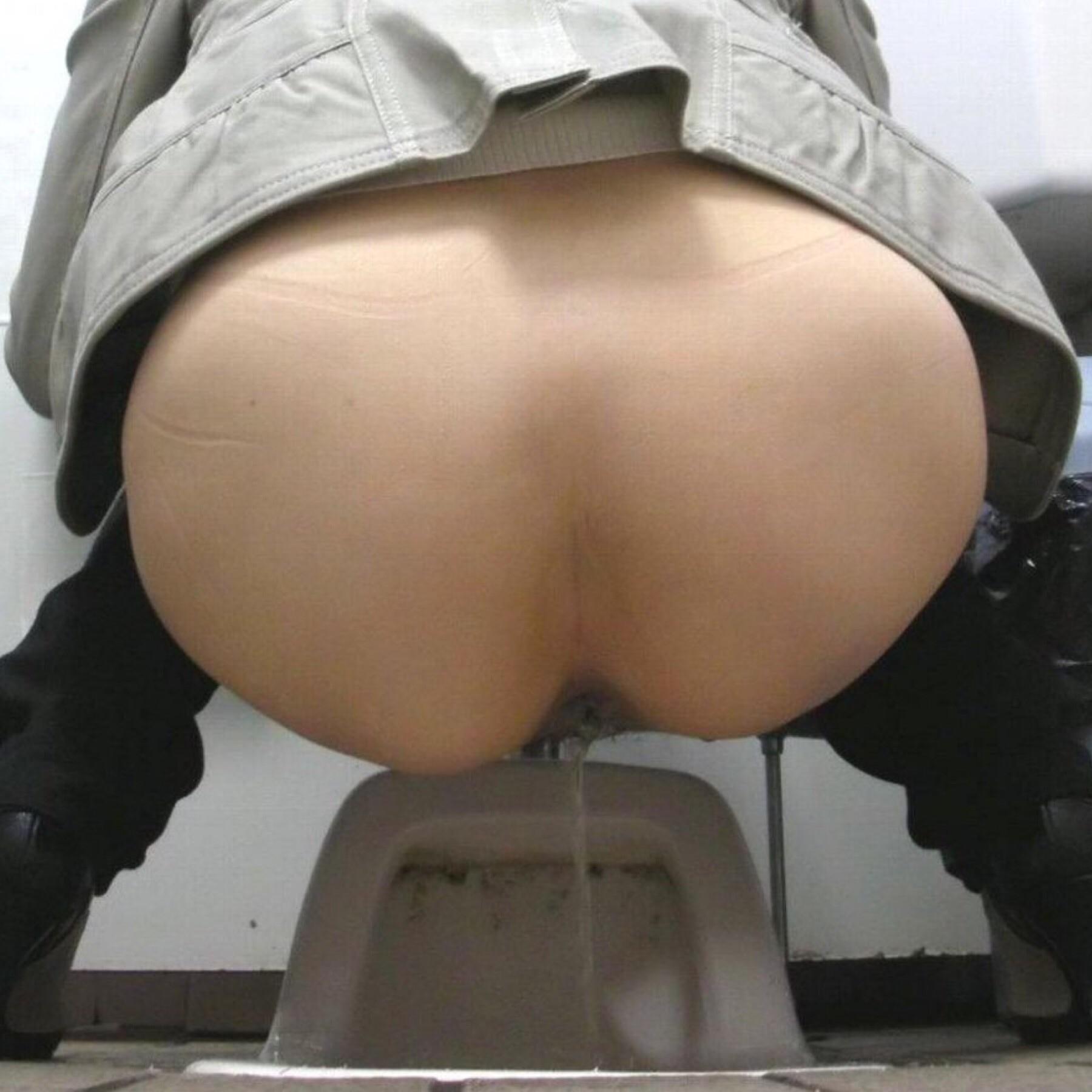 yaponskoe-porno-v-tualete
