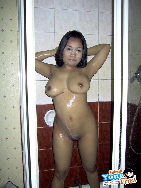 Тайская проститутка по полной ублажает туриста