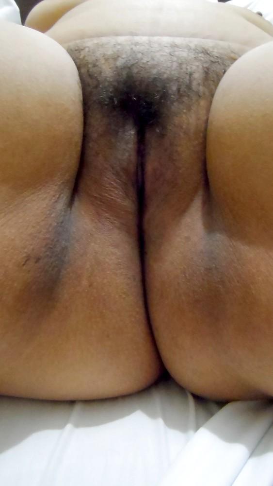 Пизда и целюлитная жопа одной женщины