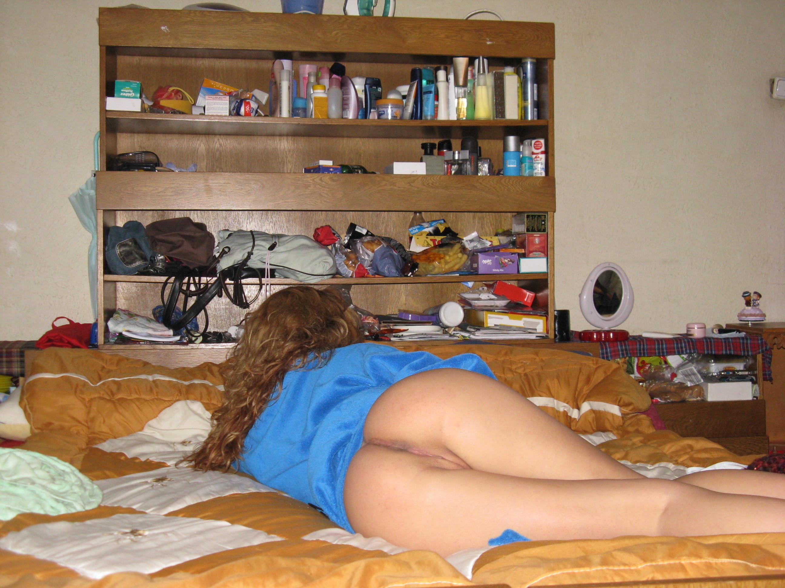 Эро фото в общаге, Голые девушки в общежитии (25 фото) Голые девушки 10 фотография