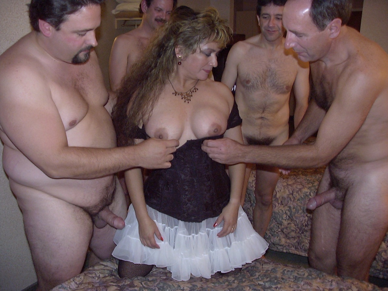 Оргия с замужней женщиной