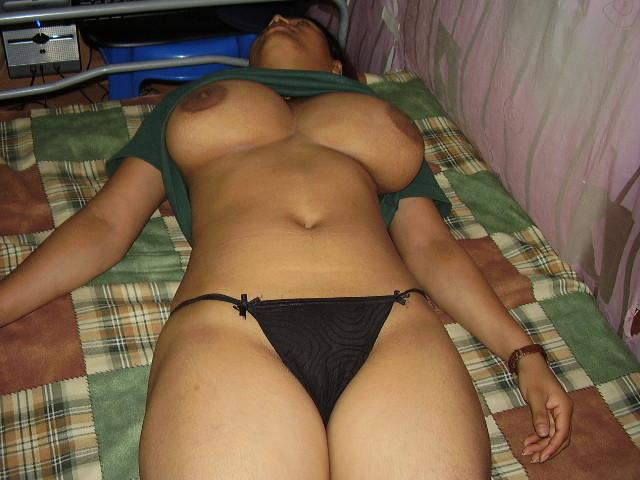 Индианка с наливной грудью и милым влагалищем