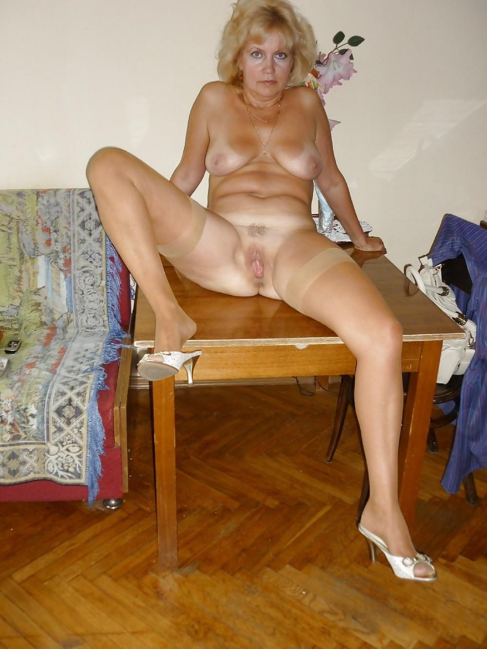 porno-mamka-na-stole