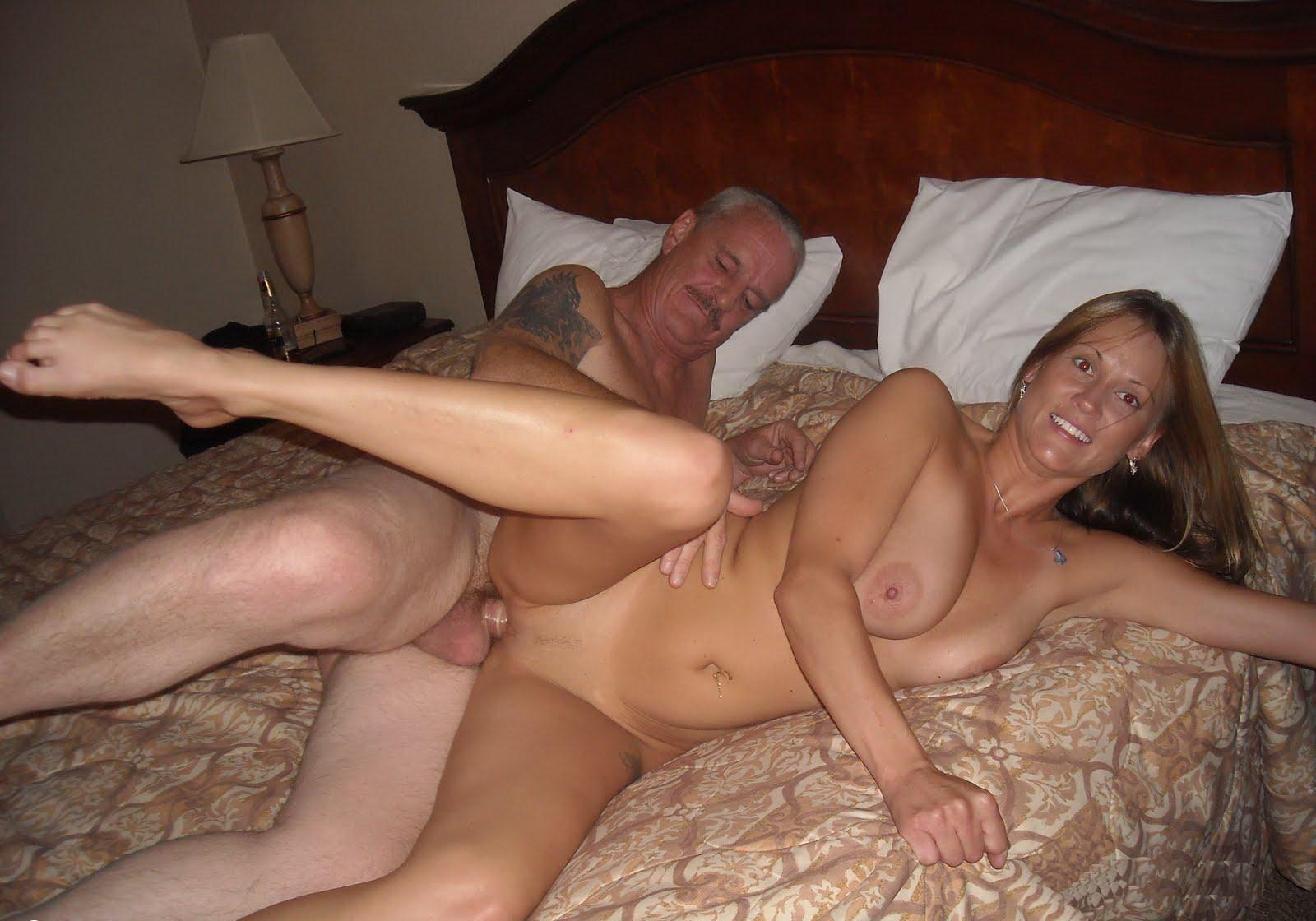 Фотограф снял семейную пару порно, Фотограф помог парочке классно провести первую 14 фотография